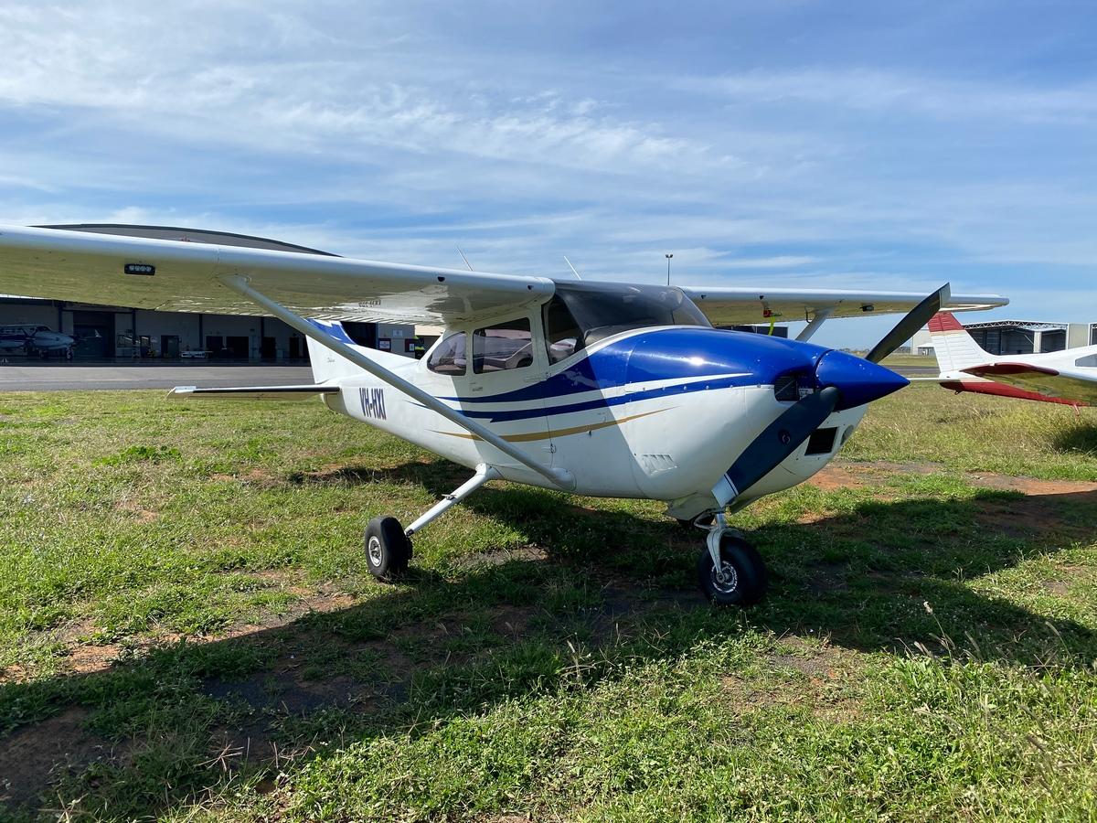 VH-HXI | Cessna 182P