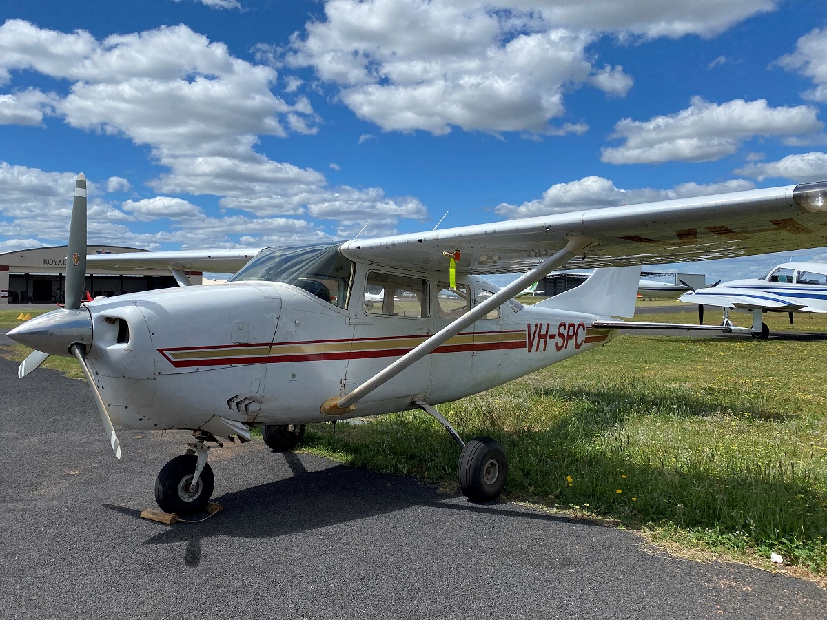 VH-SPC   Cessna 206